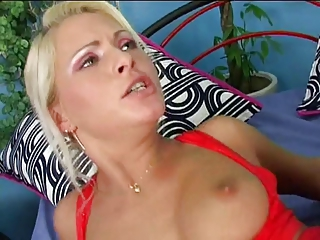 Anal blond bitch has aggravation pounded