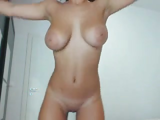 Lilemma beatiful brunette insusceptible to cam 3