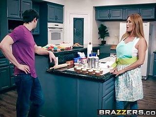 Brazzers - Mommy Got Boobs - Kianna Dior Alex D - Bake Sale