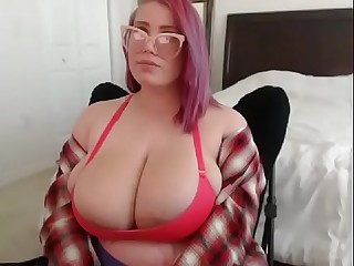 Pregnant bbw showing big tits on cam