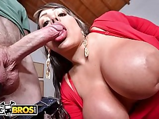 BANGBROS - Latin Cougar With Big Tits And A Huge Butt Takes Dick In Colombia!