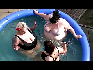 Hot summer Fatbrat Poolparty